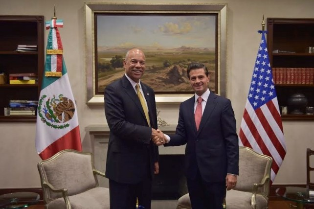 President Peña NIeto meets with US Secretary of Homeland Security Jeh Johnson.