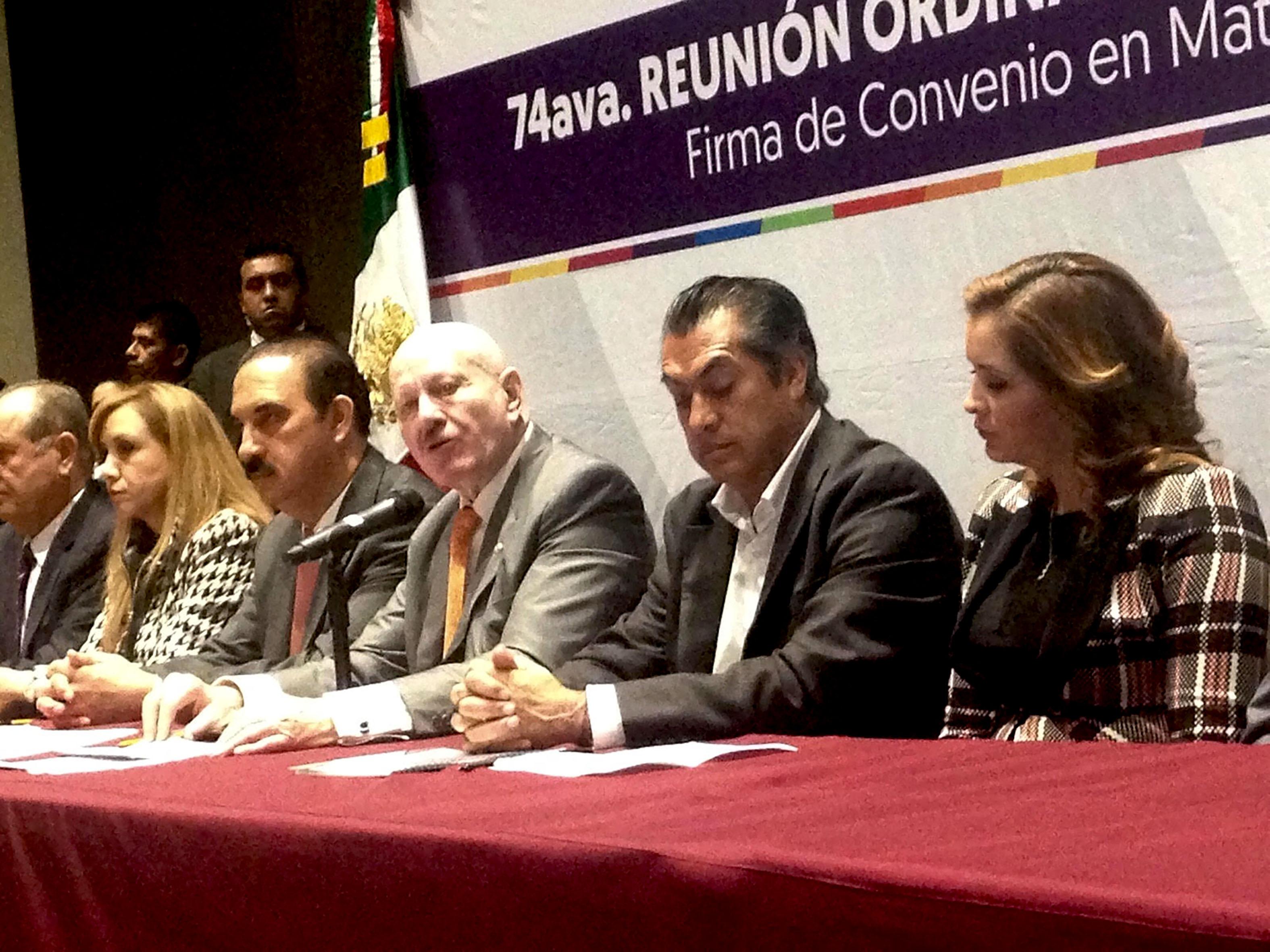 De igual manera, el titular de la CONADIC y el Presidente Municipal de San Pedro Garza García, Mauricio Fernández Garza, pusieron en marcha la homologación del programa Conduce sin Alcohol que se aplica en la entidad.