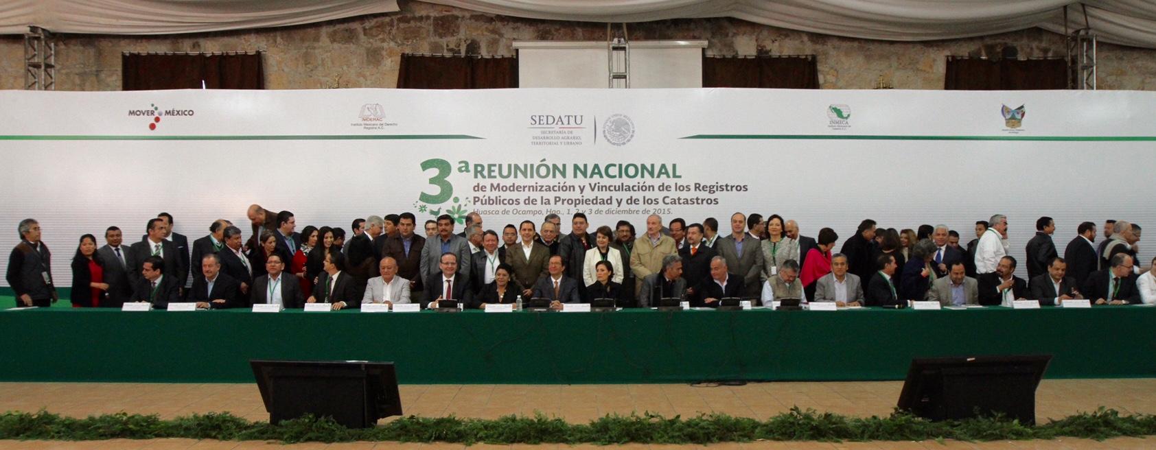 Rosario Robles, titular de SEDATU encabeza el presídium ante invitados y ponentes de distintos institutos relacionados con la vivienda, así como del Tribunal de lo Contencioso Administrativo del Distrito Federal, del RAN, de la Presidencia de la República