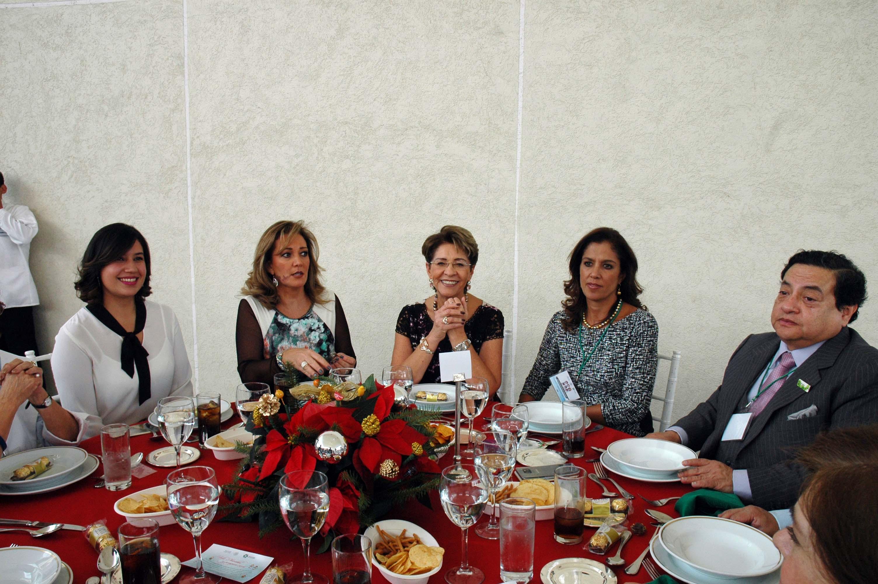 La Secretaria de Salud encabezó la celebración del Día del Voluntariado.