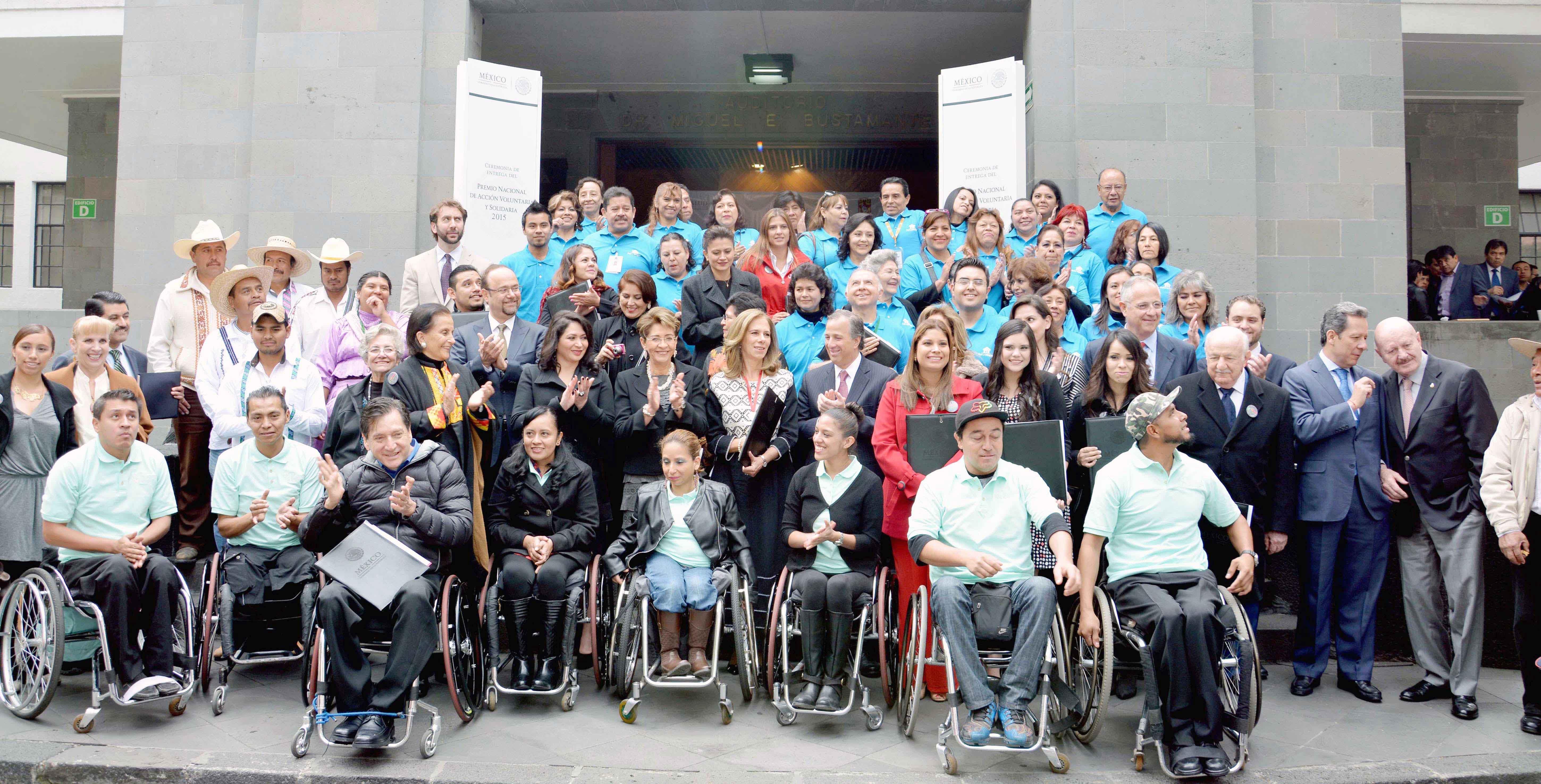 Estuvo acompañada del Secretario de Desarrollo Social, José Antonio Meade Kuribreña y del Coordinador de Comunicación Social del Gobierno de la República, Eduardo Sánchez Hernández.