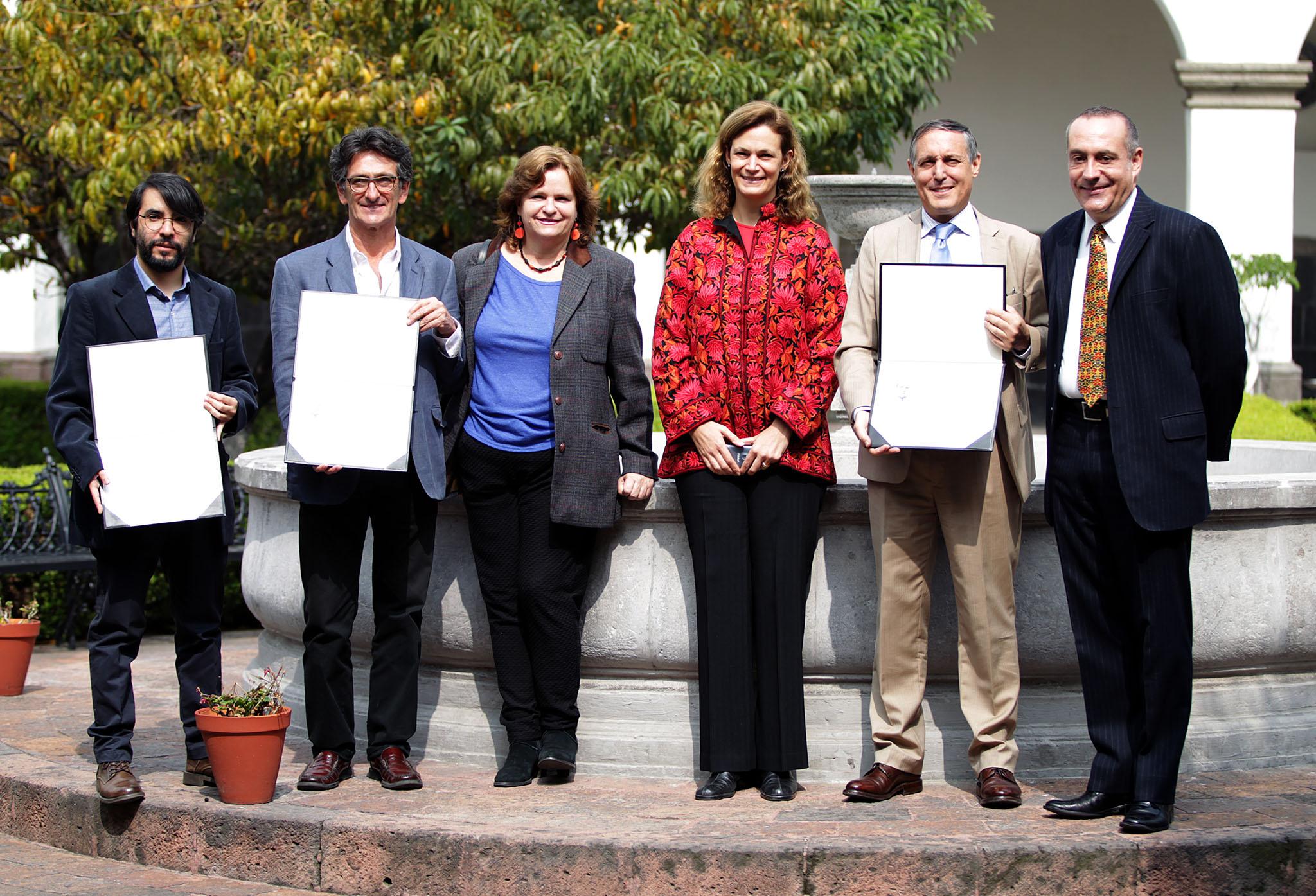 Entrega la SRE Premio Genaro Estrada 2015