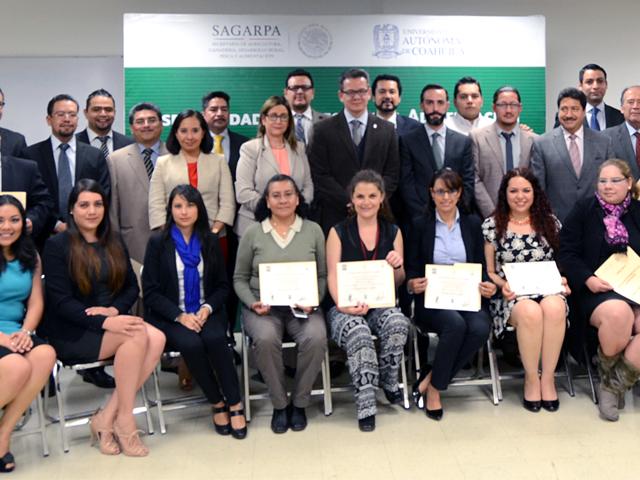 Entrega de reconocimientos a servidores de la SAGARPA en Derecho a la Alimentación.