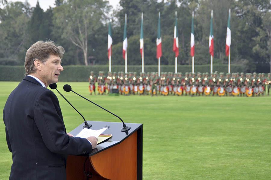 Ceremonia de izamiento de Bandera
