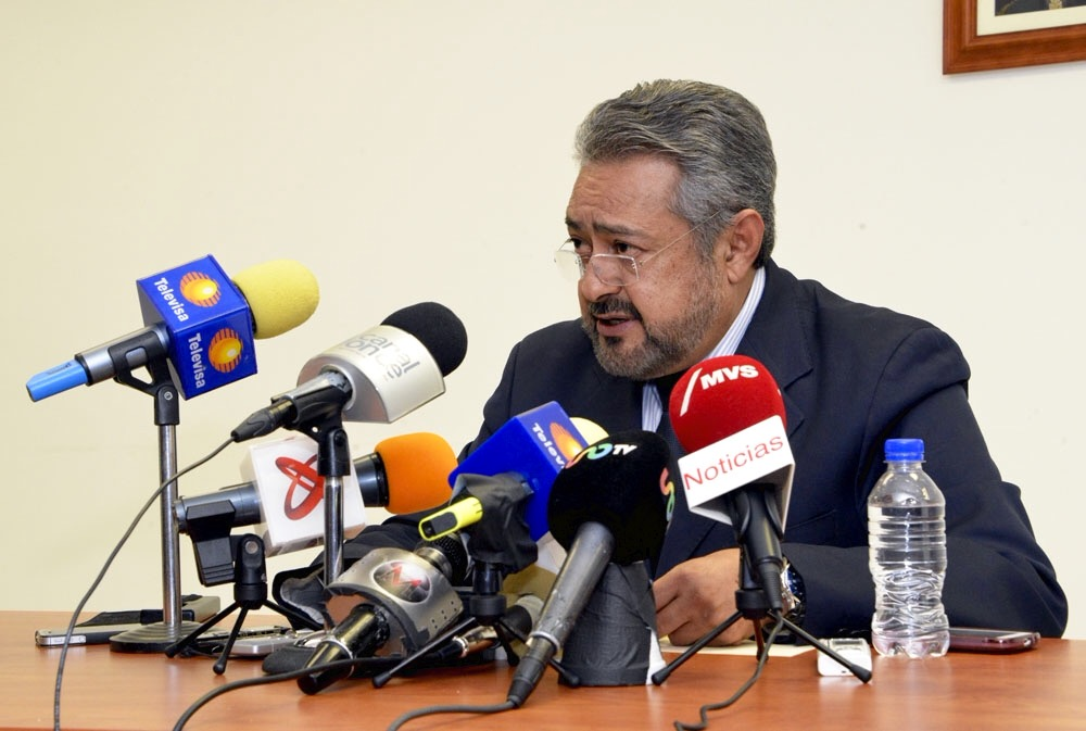 El Vocero de la STPS, Alberto Pérez Blas, durante la lectura de la respuesta del Secretario del Trabajo.