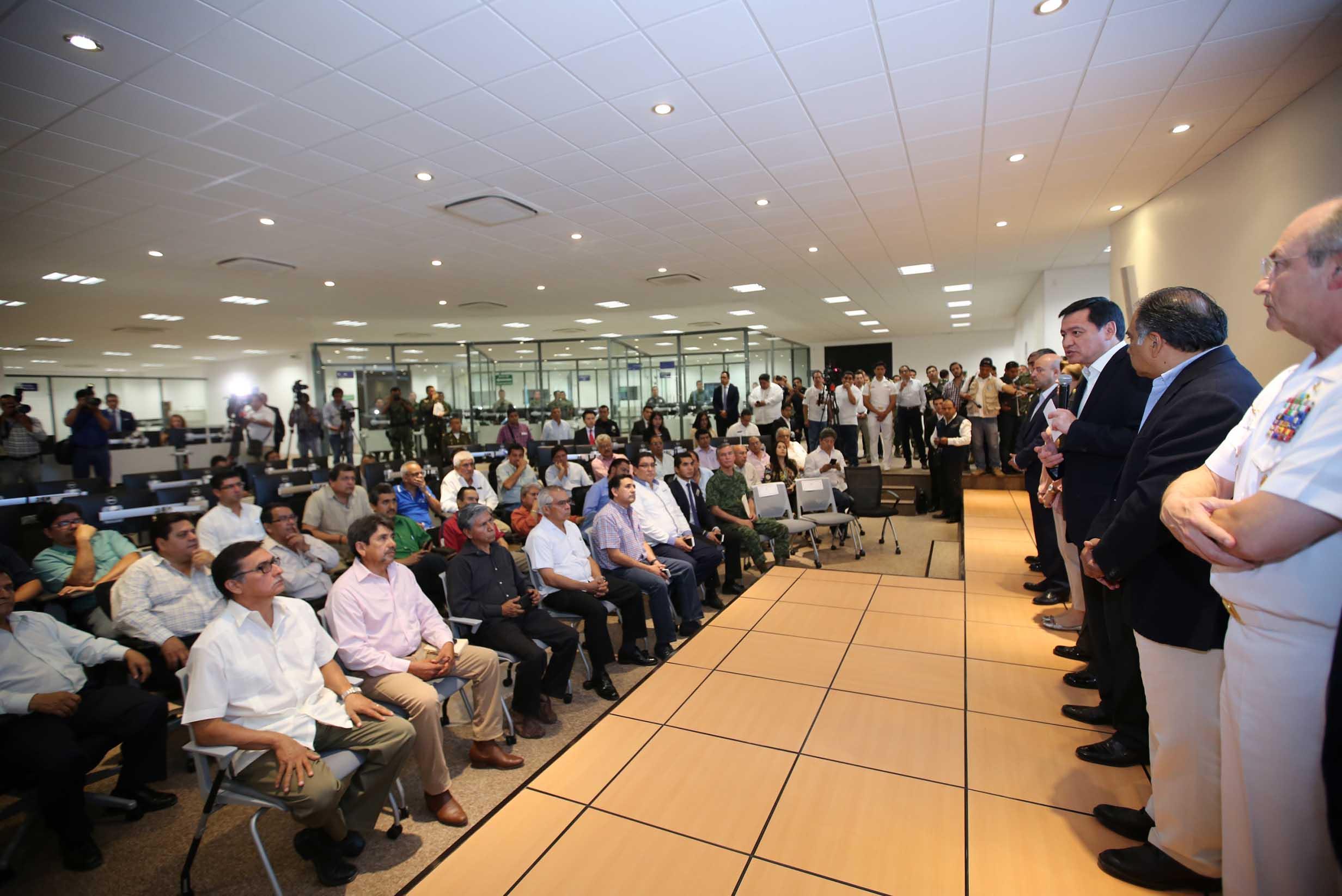 El Gabinete de Seguridad del Gobierno de la República durante la reunión con empresarios del estado de Guerrero.