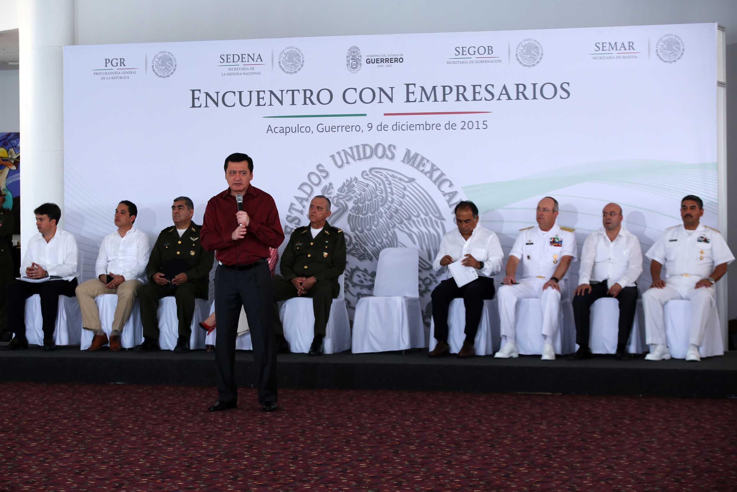 El Secretario de Gobernación, Miguel Ángel Osorio Chong, durante una reunión con más de 250 líderes de opinión, empresarios y representantes de la sociedad civil de Acapulco, Guerrero