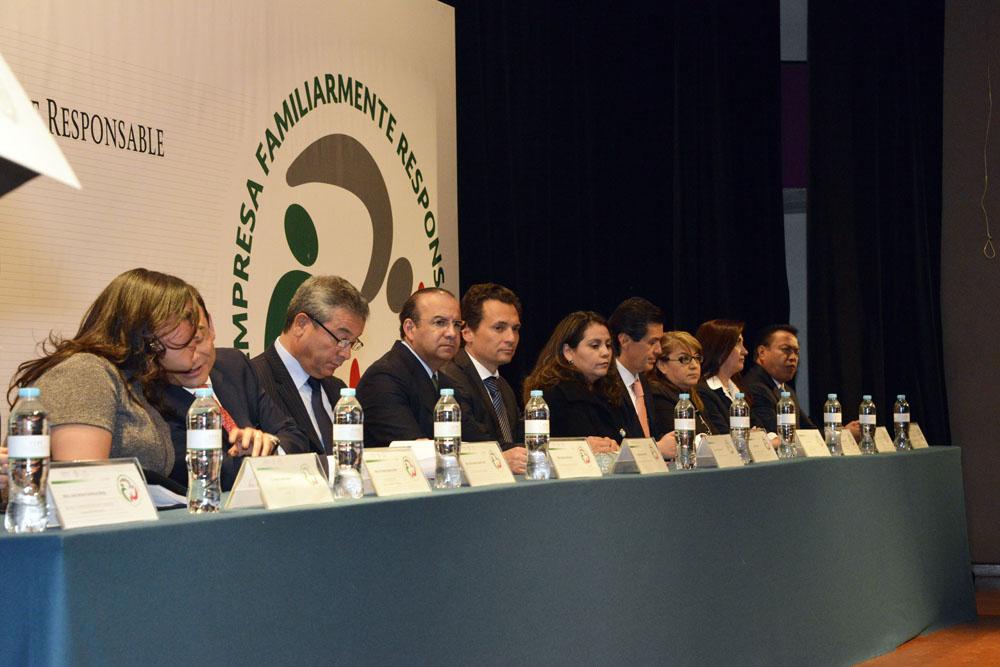 El Secretario del Trabajo y Previsión Social, Alfonso Navarrete Prida, ratificó el compromiso del Gobierno del Presidente Enrique Peña Nieto con la consolidación de una sociedad democrática e incluyente.