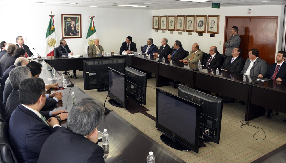 El Secretario del Trabajo y Previsión Social, Alfonso Navarrete Prida, se reunió con el Consejo de Representantes de la Comisión Nacional de los Salarios Mínimos.