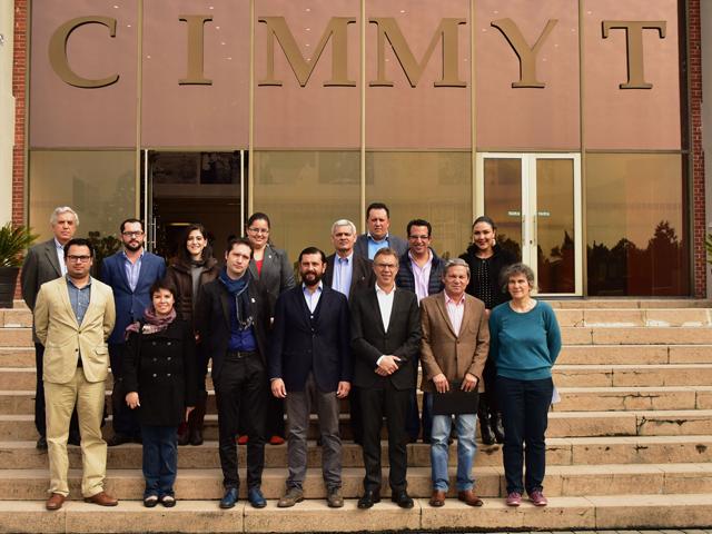 Recorrido del subsecretario Jorge Narváez Narváez por las instalaciones del Centro internacional de Mejoramiento de Maíz y Trigo (CIMMYT).