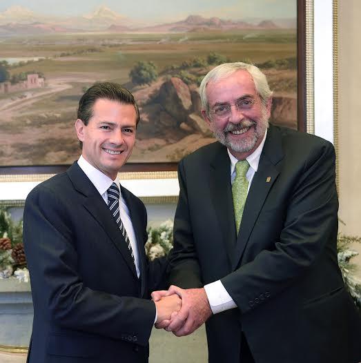 En la Residencia Oficial de Los Pinos, el Presidente Enrique Peña Nieto se reunió con el Rector de la Universidad Nacional Autónoma de México, Enrique Graue Wiechers, con quien convino en trabajar juntos en favor de la educación superior de México.