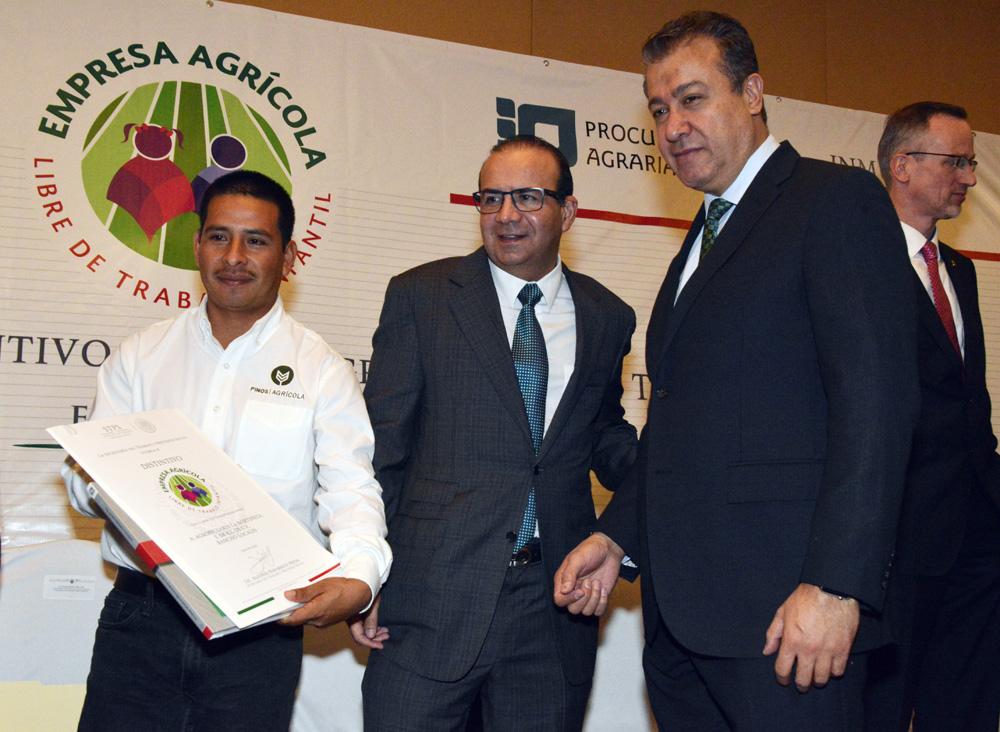 Recibieron el reconocimiento 104 empresas agrícolas de 19 entidades del país.