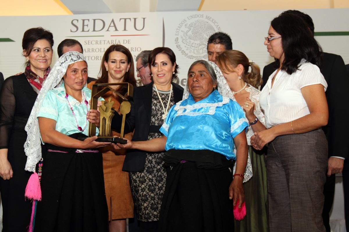 La secretaria de SEDATU, Rosario Robles, encabeza la ceremonia de los Premios Nacionales de Vivienda, Desarrollo Urbano y Desarrollo Regional, así como la ceremonia de cierre del Programa de Consolidación de las Reservas Urbanas 2015.