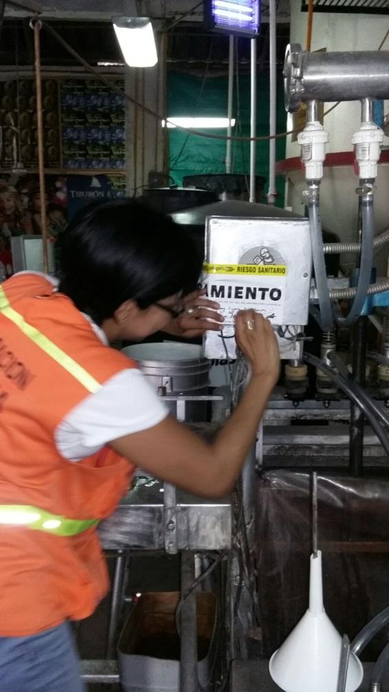 Clausuran tres negocios en Tapachula por vender alcohol al margen de la legislación sanitaria.