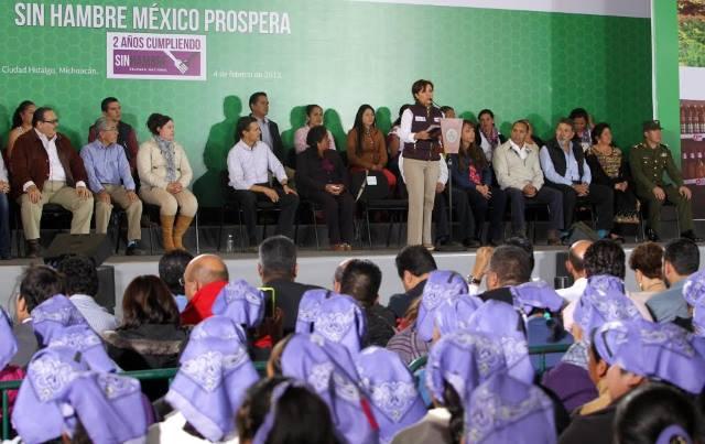 Anuncia la secretaria de Desarrollo Social, Rosario Robles Berlanga, ante el Presidente de la República que en la página web de la Sedesol ya puede consultarse el Padrón de Beneficiarios
