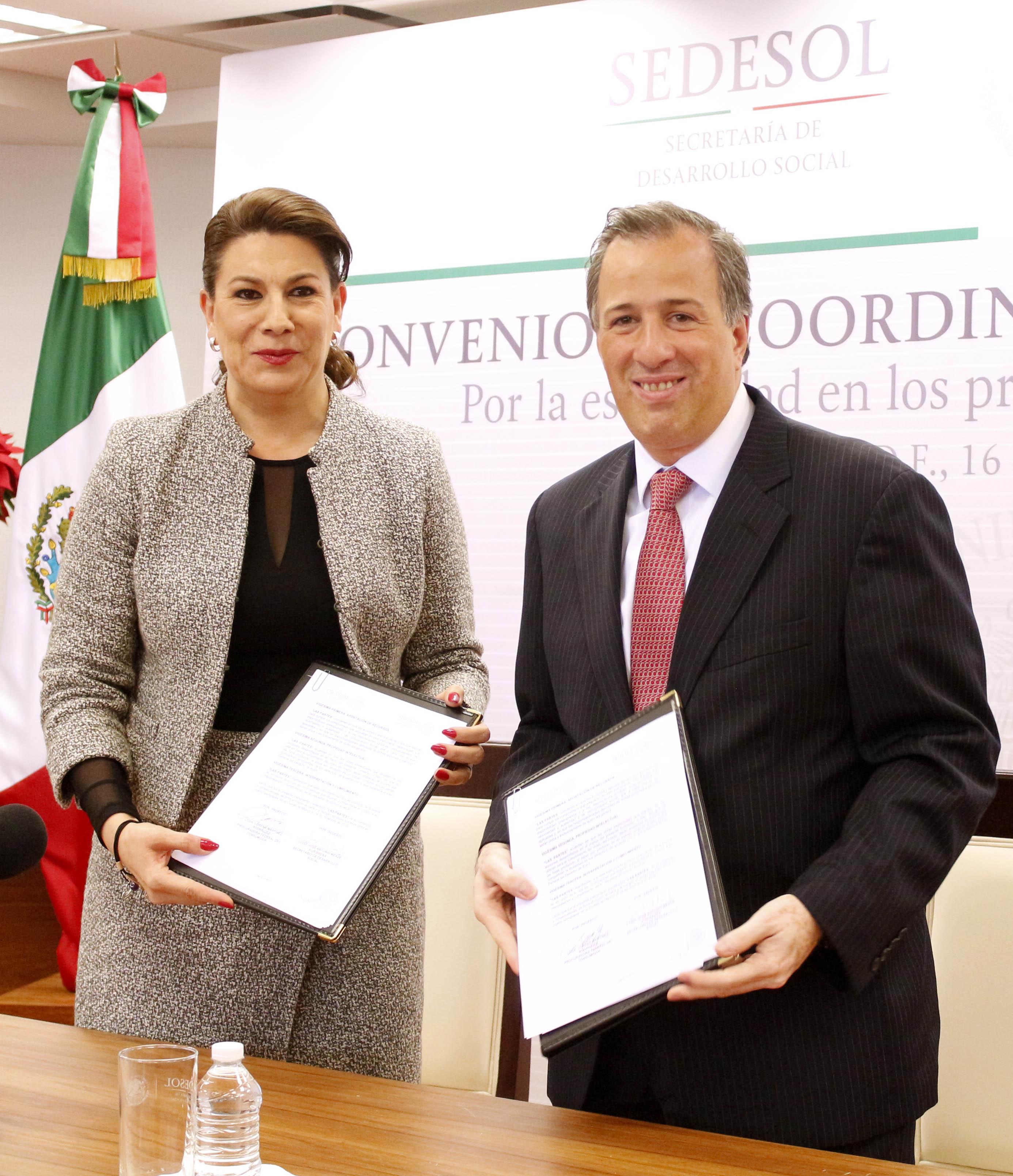Firma de convenio entre PROFECO y SEDESOL.
