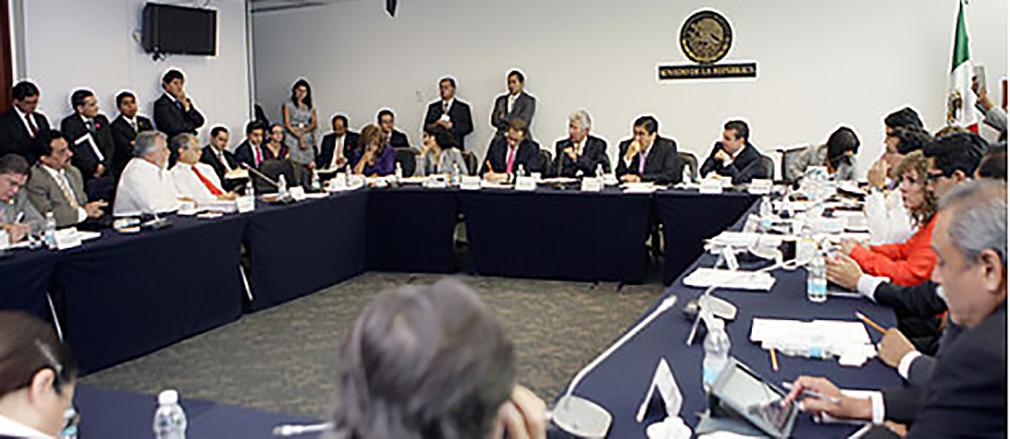 Diálogo intenso del titular de la SCT con senadores del PRD