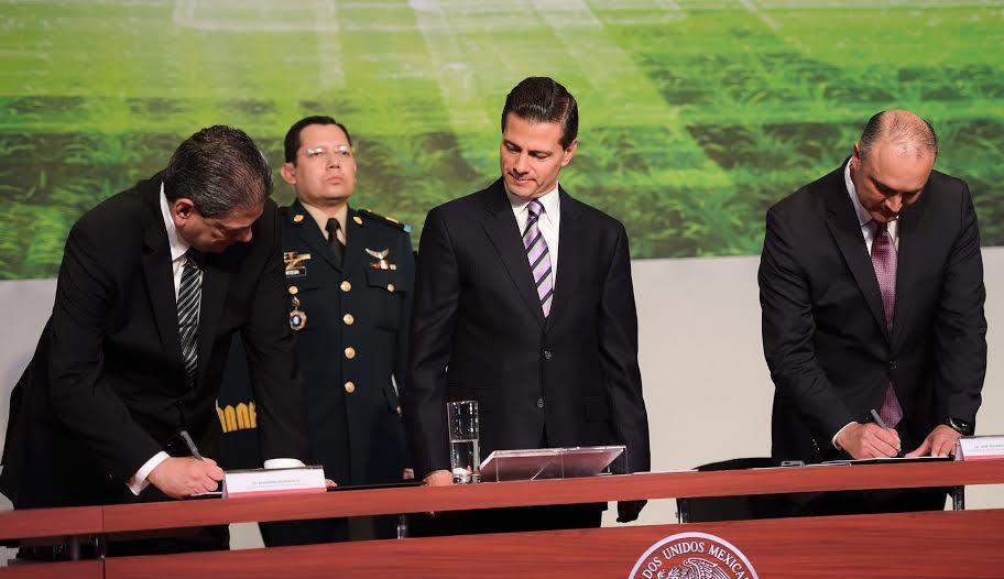 Al clausurar la 32ª Asamblea General Ordinaria del Consejo Nacional Agropecuario, el Presidente Enrique Peña Nieto, resaltó la importancia de que la transformación del agro mexicano se refleje en mayor bienestar para las familias que viven del campo.