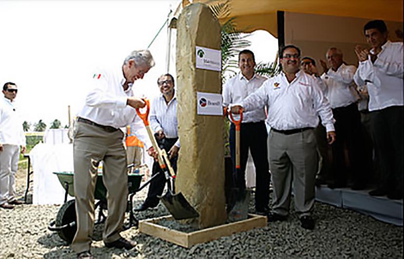 El titular de la SCT, Gerardo Ruiz Esparza y el gobernador de Veracruz, Javier Duarte Ochoa, colocan primera piedra