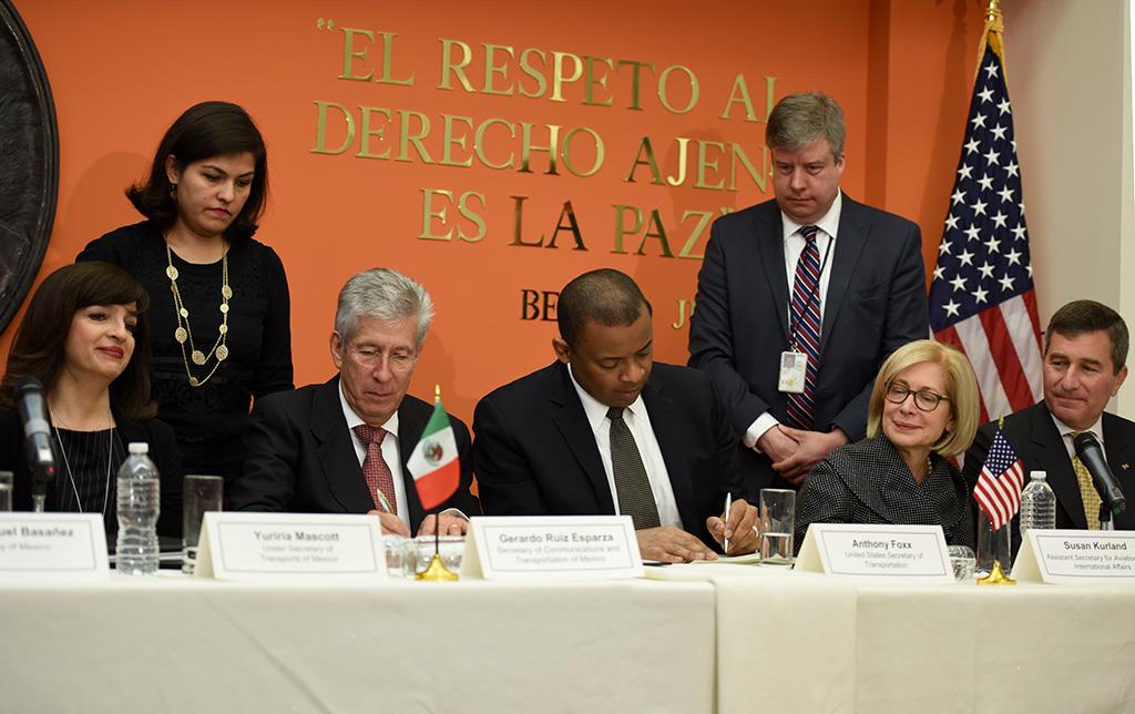 Firman México y Estados Unidos nuevo acuerdo bilateral de servicios aéreos