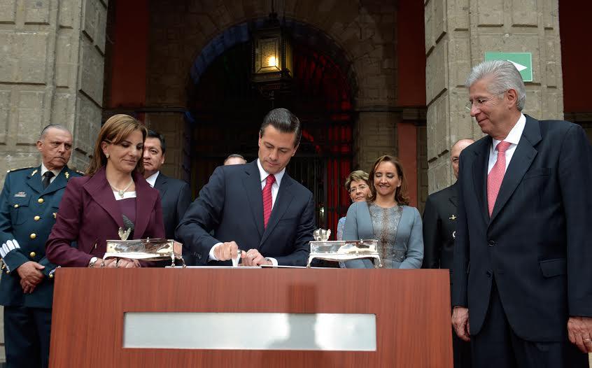 El Presidente Enrique Peña Nieto encabezó hoy en Palacio Nacional una salutación a servidores públicos del Gobierno de la República con motivo del fin de año.