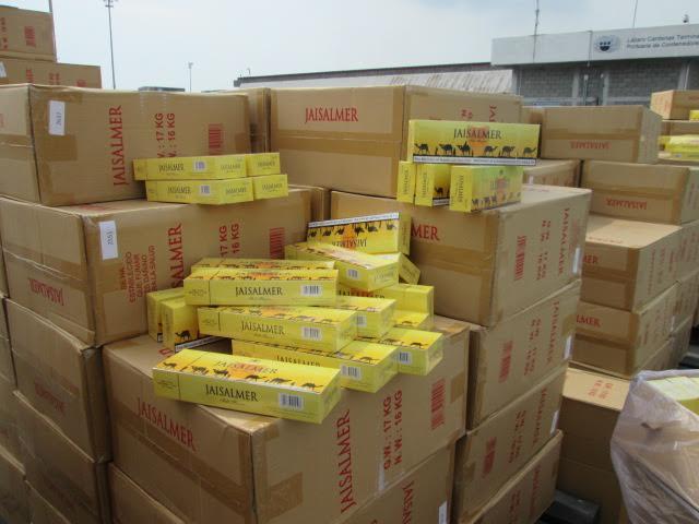En un operativo conjunto, COFEPRIS, SAT y PGR decomisan 4.7 millones de cigarrillos en las aduanas de Lázaro Cárdenas, Michoacán, y Chetumal, Quintana Roo.