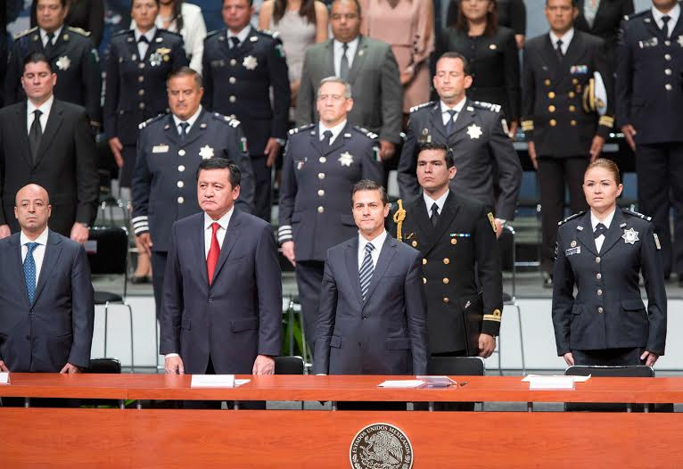 """In all spheres, """"We must have professional, efficient police, and most importantly, reliable police,"""" said the president at the ceremony for the presentation of diplomas and awards to members of the Federal Police."""
