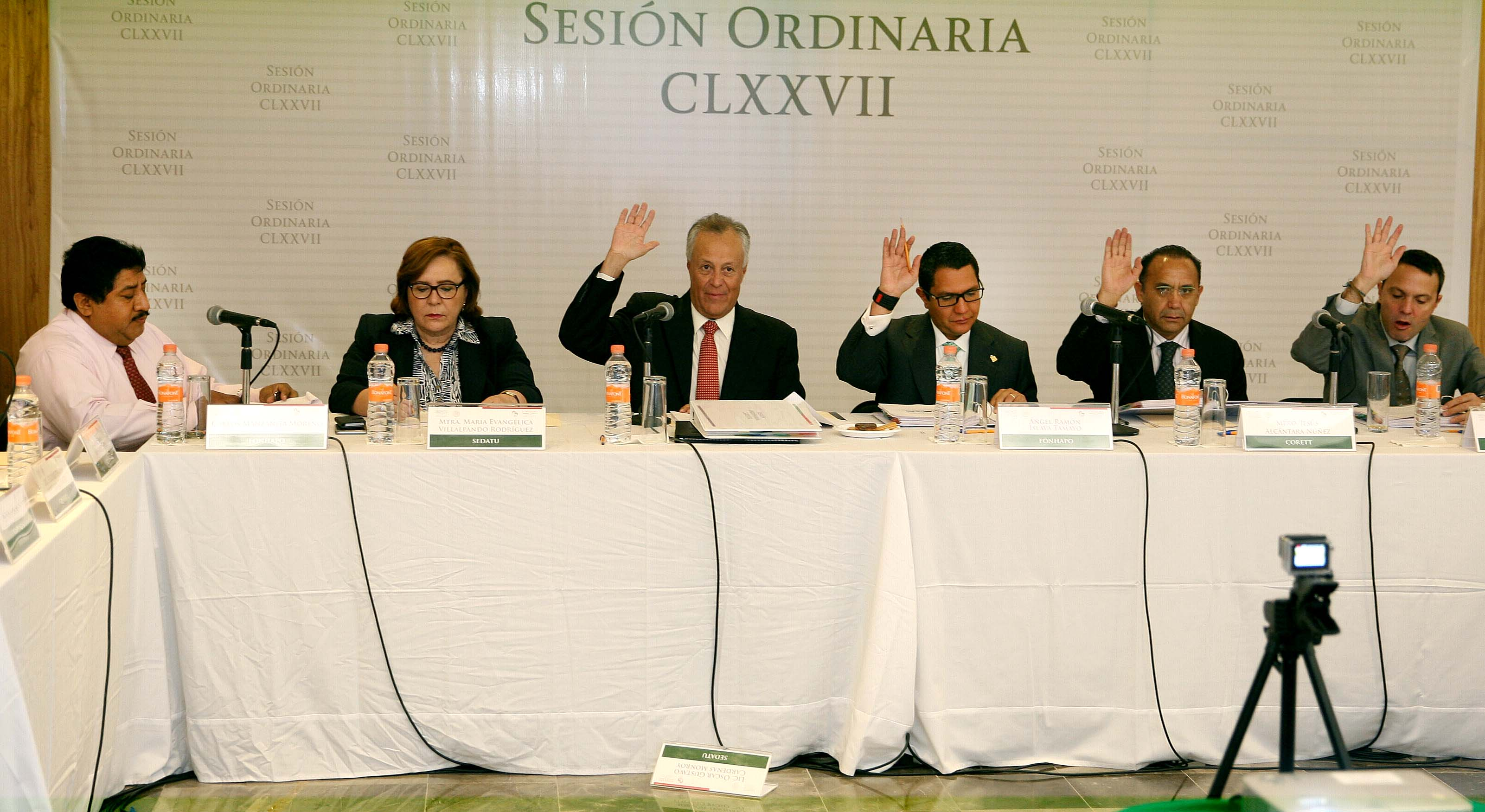 Sesión Ordinaria del Comité Técnico y de Distribución del FONHAPO, en la que participan funcionarios de ese organismo y de SEDATU.