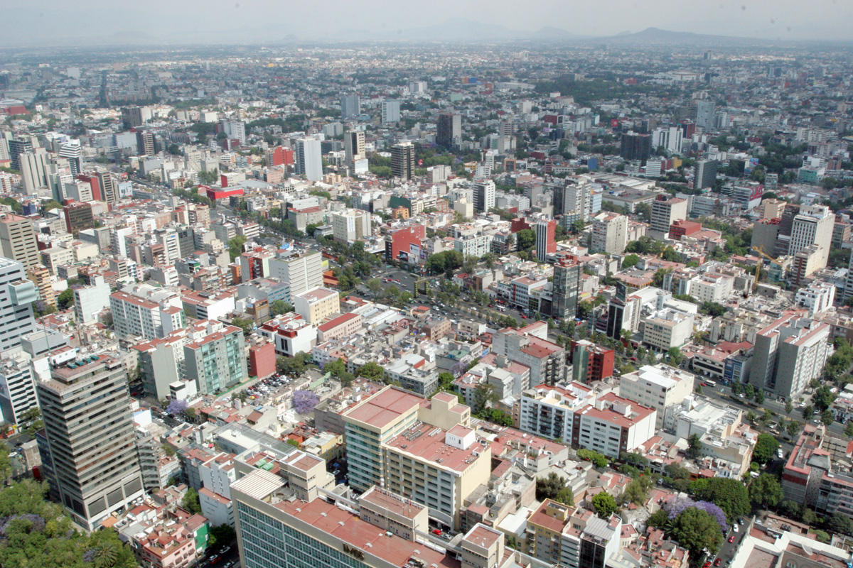 Fotos aéreas de la ciudad de México y de conjuntos habitacionales.