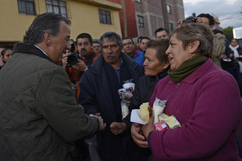 El secretario José Antonio Meade realizó un recorrido por un centro de distribución de leche en la delegación Azcapotzalco