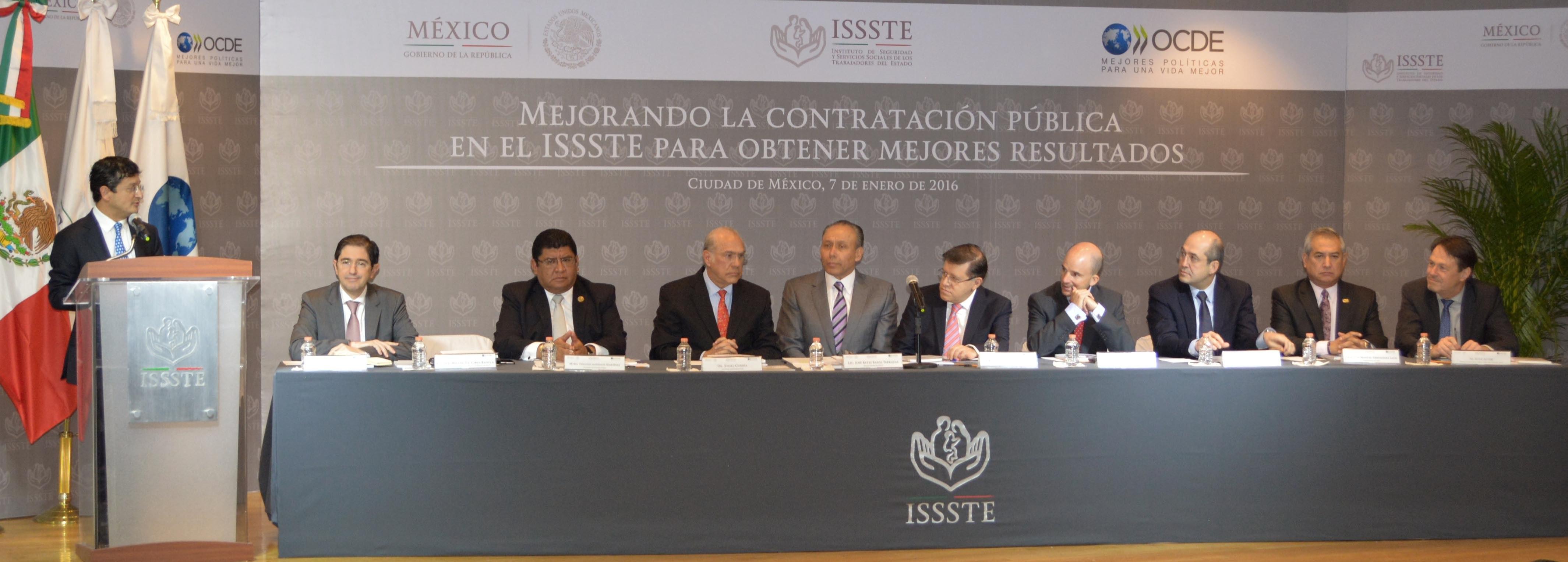 """El Secretario de la Función Pública, presente en el evento: """"Mejorando la Contratación Pública en el @ISSSTE_mx para obtener mejores resultados""""."""