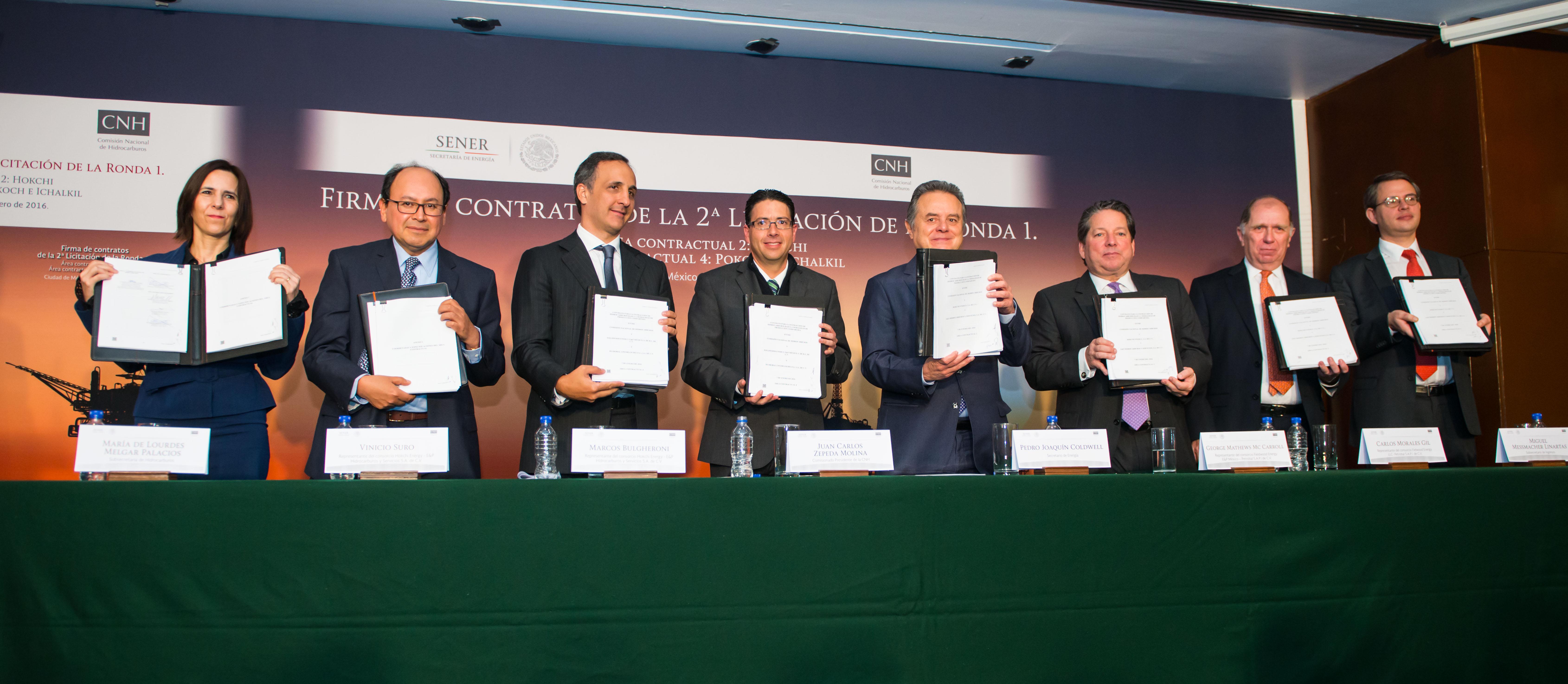 Firma de contratos Segunda Licitación de la Ronda Uno