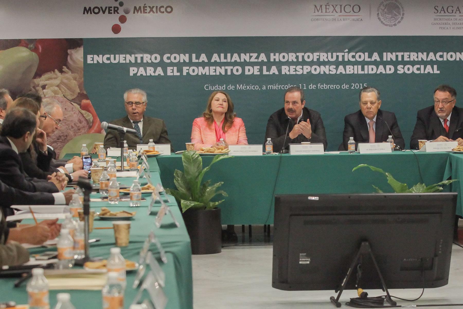Integran alianza internacional para mejorar condiciones laborales y sociales de trabajadores y jornaleros del sector hortofrutícola de México.