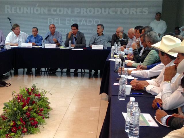 Reunión del secretario José Calzada Rovirosa con productores de Mazatlán.