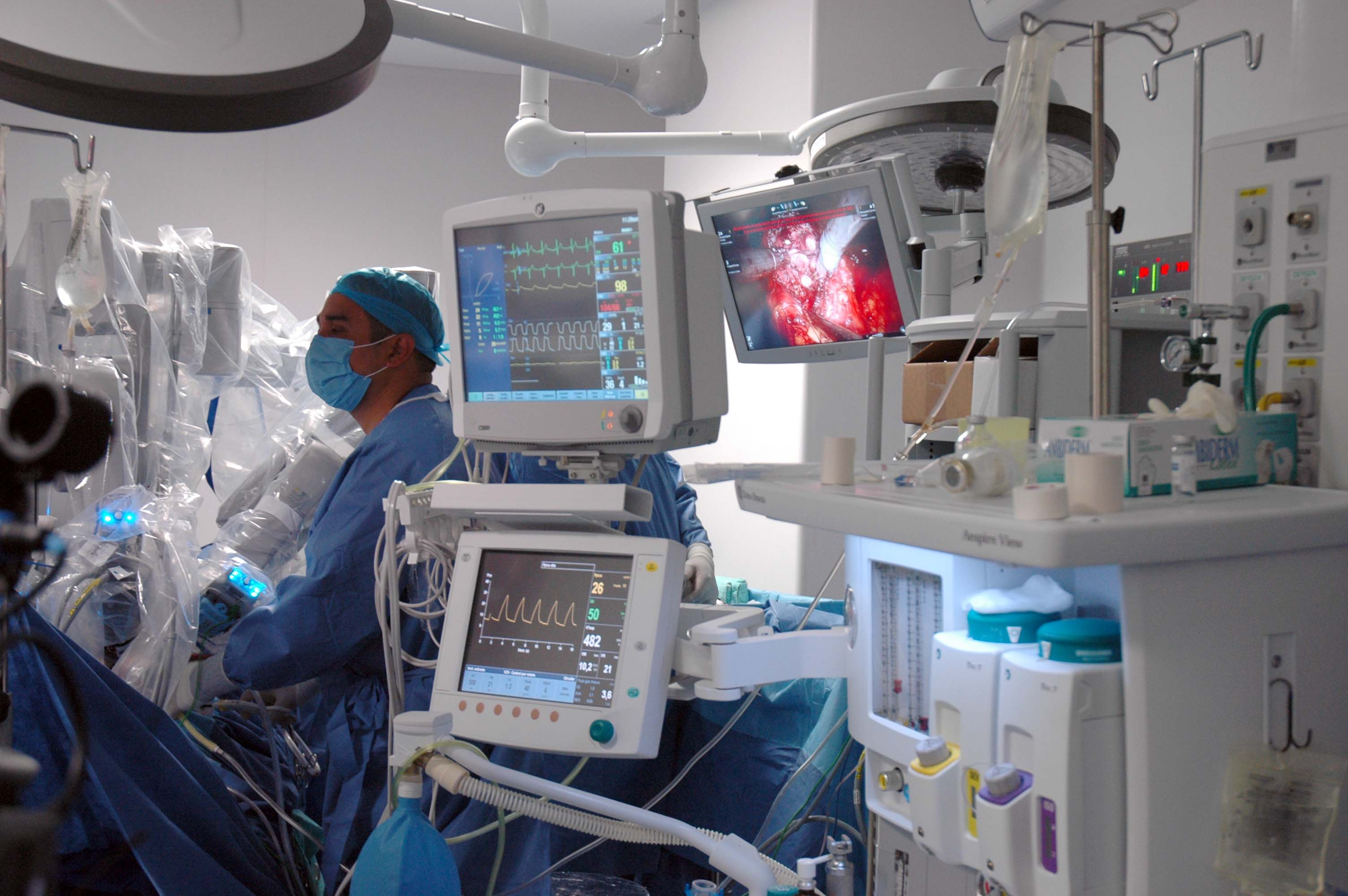 "This type of surgery, Mexico´s General Hospital ""Dr. Manuel Gea Gonzalez"" reduces the surgical time, the hospital stay and the recovery time."