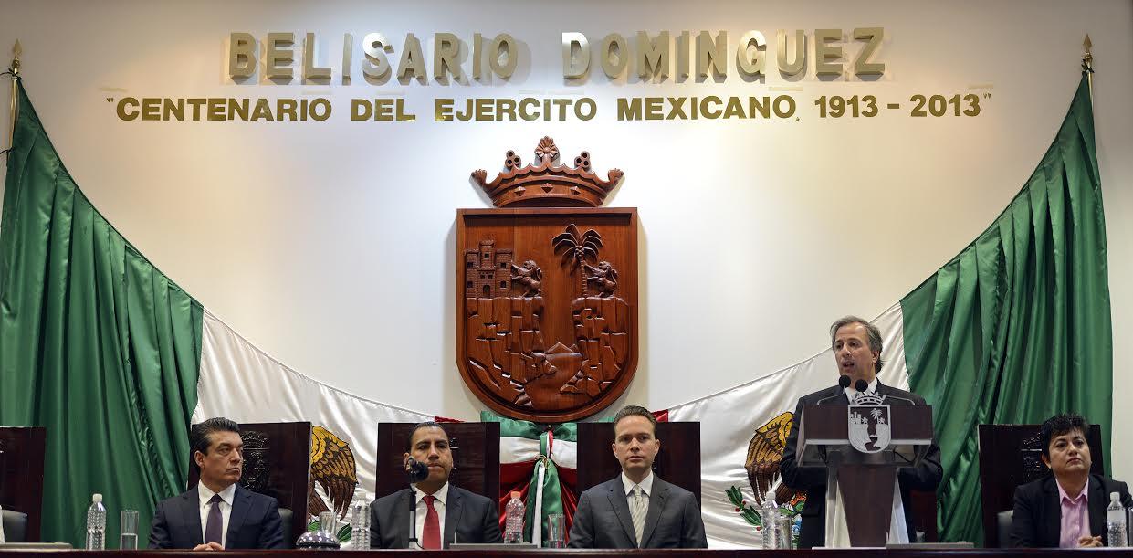 El secretario José Antonio Meade asistió al tercer informe de gobierno de Manuel Velasco
