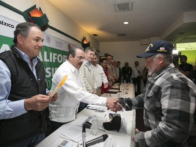 Entrega SAGARPA-CONAZA apoyos e incentivos para obras hidroagrícolas y equipo de fomento ganadero.