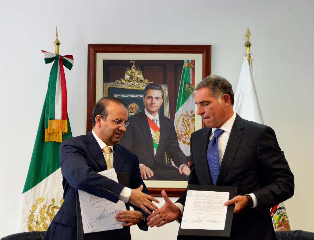El Acuerdo de Colaboración fue suscrito por el Secretario Alfonso Navarrete Prida y el Gobernador Gabino Cué Monteagudo