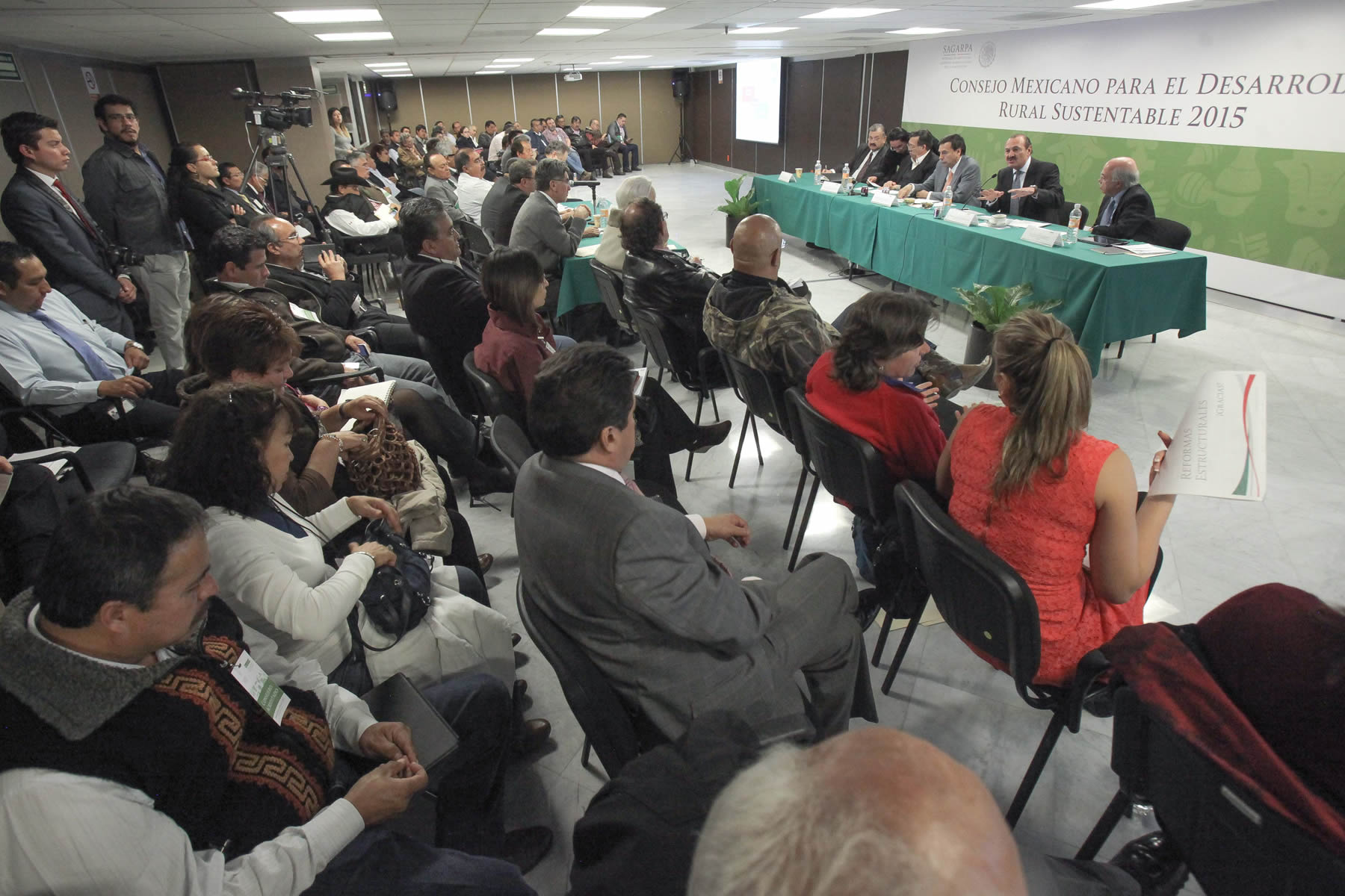 Presentan a productores beneficios de reformas estructurales del Gobierno de la República.