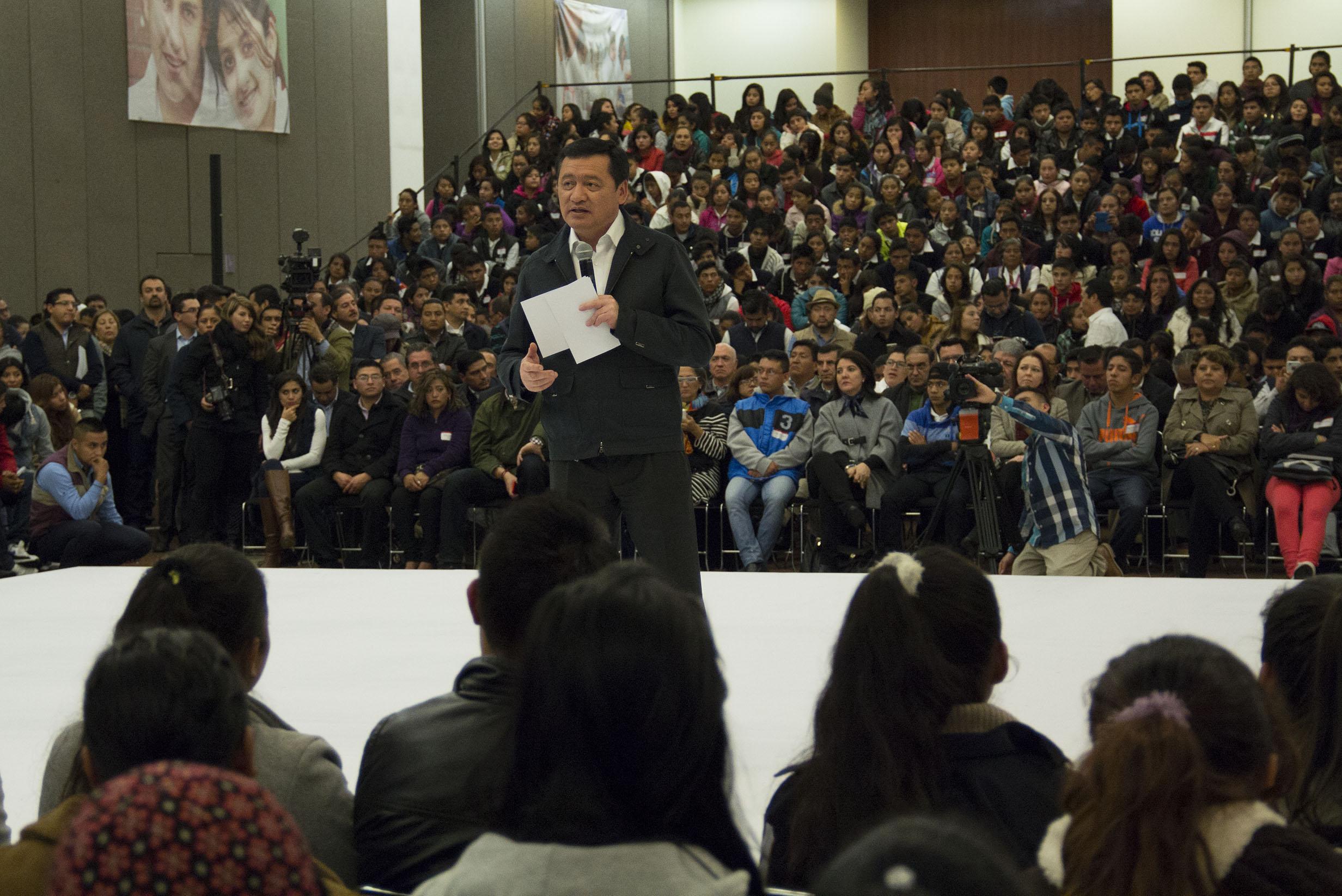 El Secretario de Gobernación, Miguel Ángel Osorio Chong, durante la Firma de Convenio para la Prevención del Embarazo en Adolescentes PROSPERA-CONAPO en la ciudad de Puebla