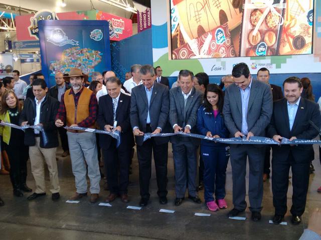 En representación del secretario José Calzada Rovirosa el coordinador general de Ganadería inauguró la Expo Ganadera León 2016.