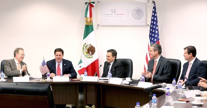 Ildefonso Guajardo, Secretary of Economy, meets with Doug Ducey, Governor of Arizona, to strengthen the relationship between Mexico and Arizona