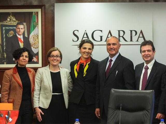 El secretario José Calzada Rovirosa se reunió con especialistas del Banco Mundial.