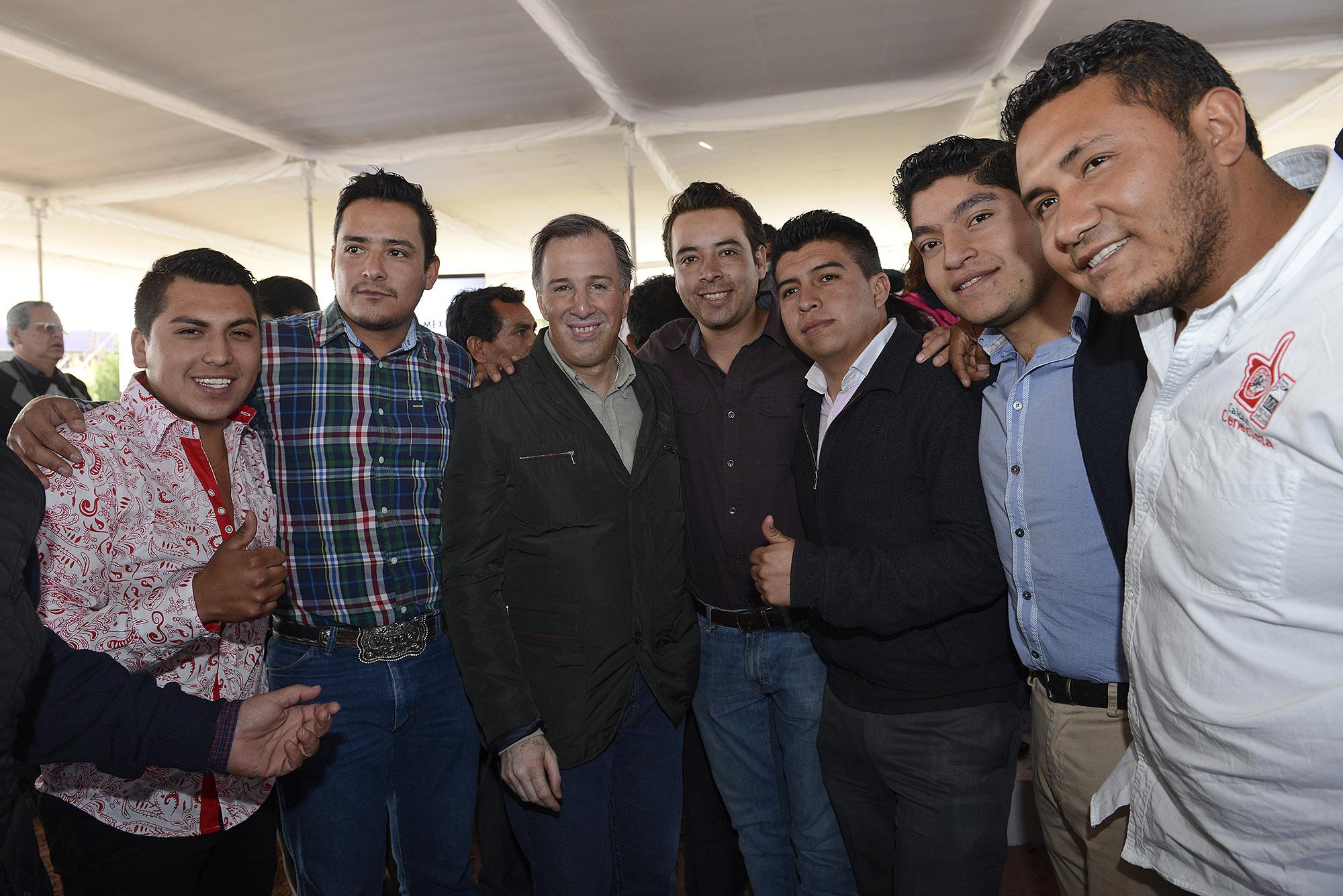 """El secretario de Desarrollo Social firmó en Hidalgo el Convenio de Adhesión a la Estrategia """"Jóvenes por un México Alfabetizado"""" que promueve la educación para adultos"""