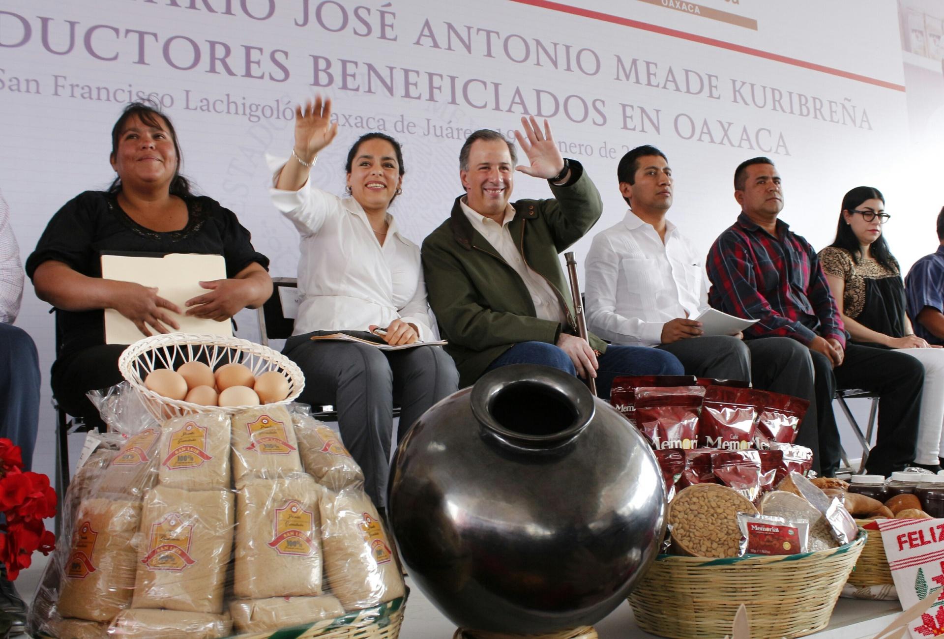 El titular de la Secretaría de Desarrollo Social en su gira de trabajo por el estado de Oaxaca