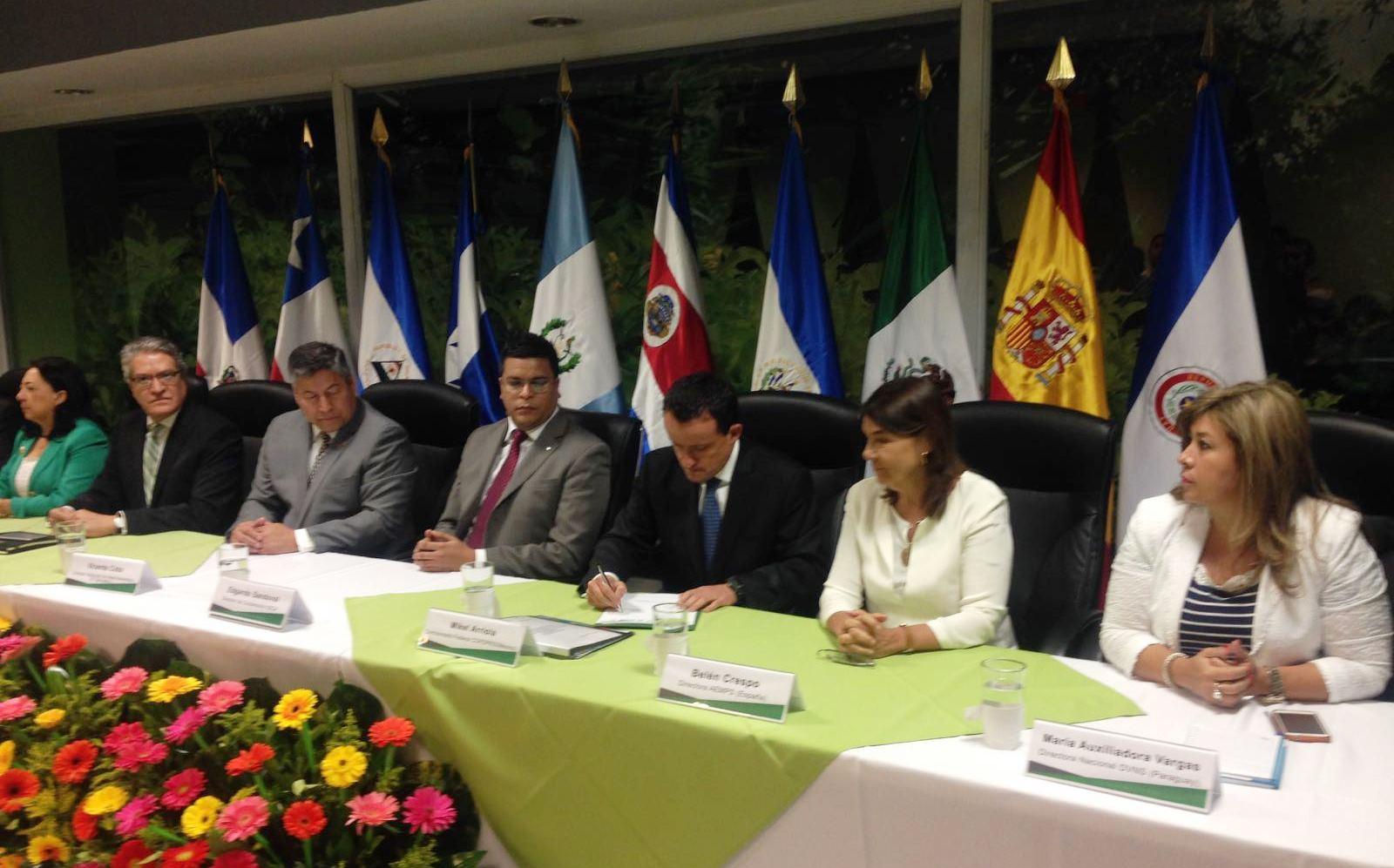 En El Salvador crean frente sanitario regional para proteger la salud de 230 millones de habitantes de publicidad engañosa.