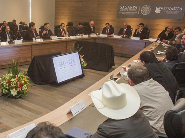 Reunión del secretario José Calzada Rovirosa con el gobernador Mario López Valdez y productores de Sinaloa.