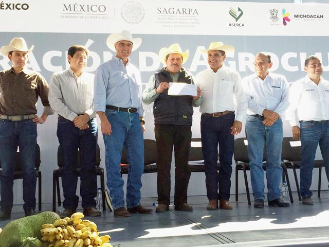 Se entregaron incentivos y apoyos a la comercialización por cerca de un millón de pesos a favor de productores de los municipios de Queréndaro, Cuitzeo, Zinapécuaro y Álvaro Obregón.