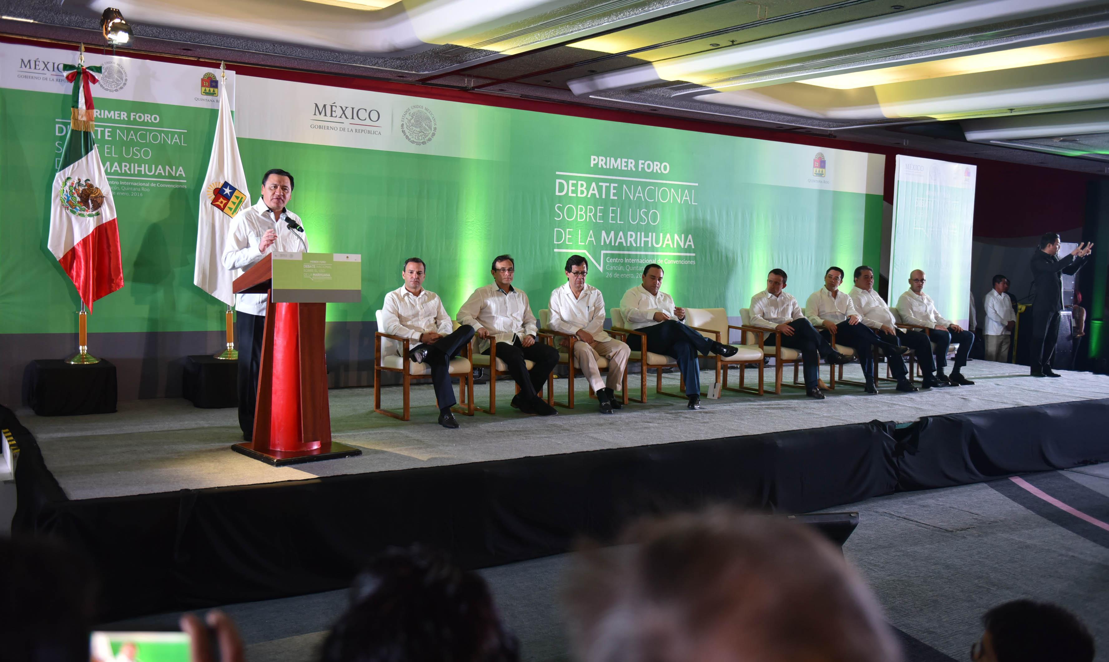 Al inaugurar el primer Foro del Debate Nacional sobre el Uso de la Marihuana