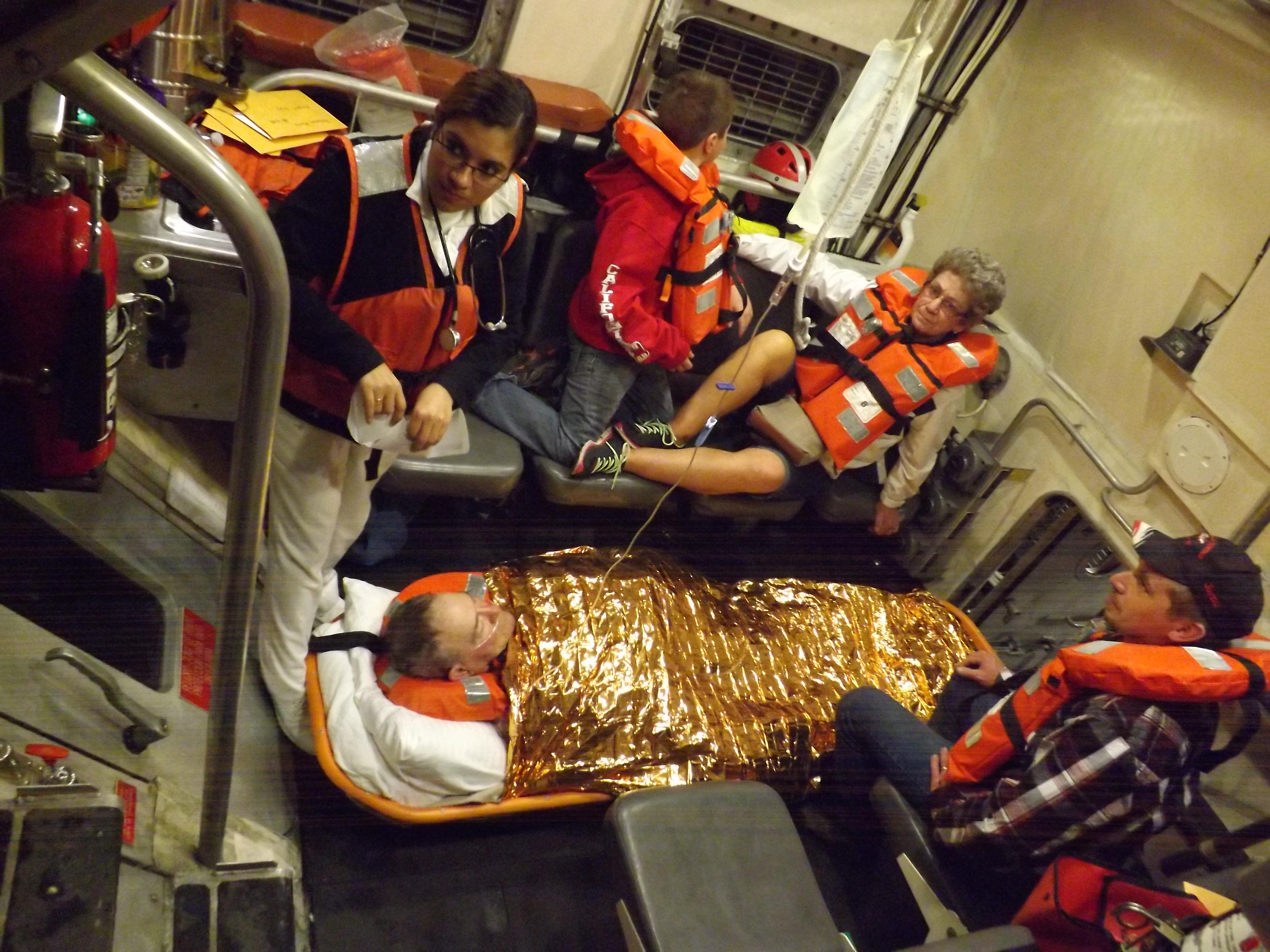 """SEMAR evacuó y brindó atención médica a dos personas del crucero """"Carnival Imagination"""","""